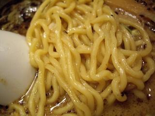 拉麺 阿修羅 胡麻らーめん(麺アップ)