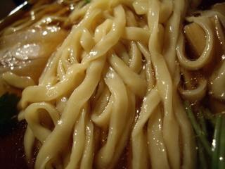 鏡花 醤油ラーメン(麺アップ)