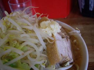 ラーメン髭 醤油ラーメン(ニンニクヤサイブタ拡大)