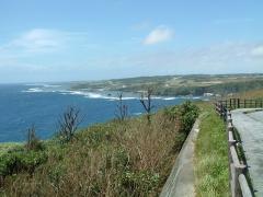 海岸沿いはリーフが続く