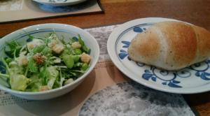 鎌倉パスタ バジルパンと枝豆サラダ