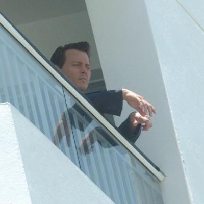ジョニー遠くを見る2