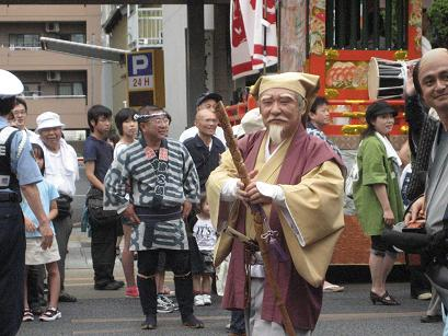 黄門様に扮した加藤市長