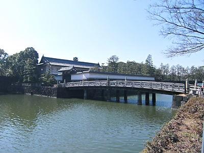 平川橋と門