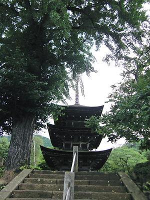 前山寺三重塔