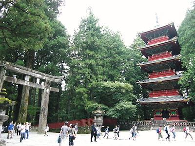 石鳥居と五重の塔