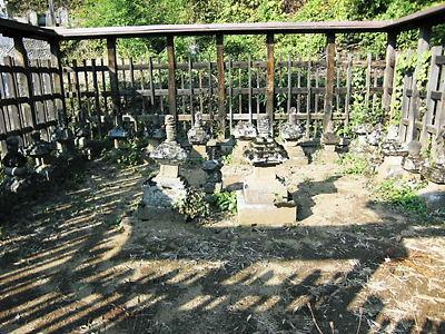 武田信満公の墓