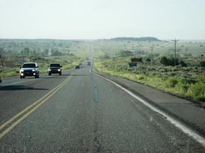 地平線までまっすぐな道