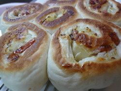 オニオン&ソーセージパン
