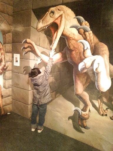 襲い来る恐竜