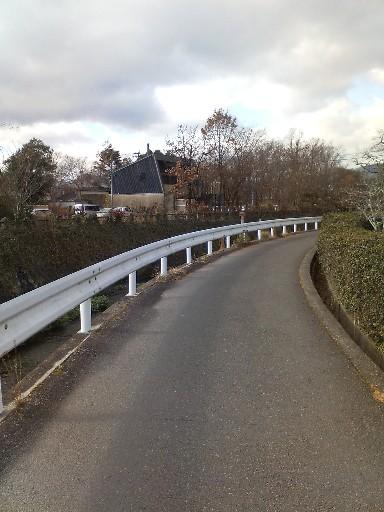湯布院・川沿いの小道
