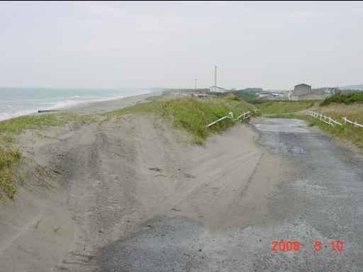 砂を被った道