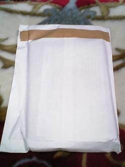 白い小包が!