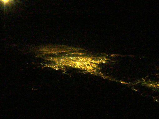 沖縄近くの島の夜景