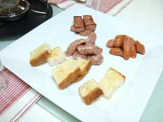ウィンナーとパンのお皿