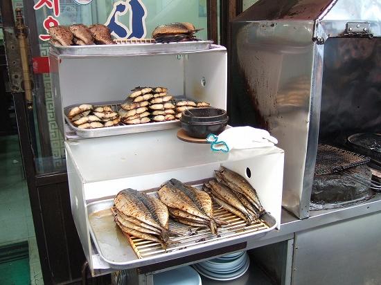 魚の焼ける臭い