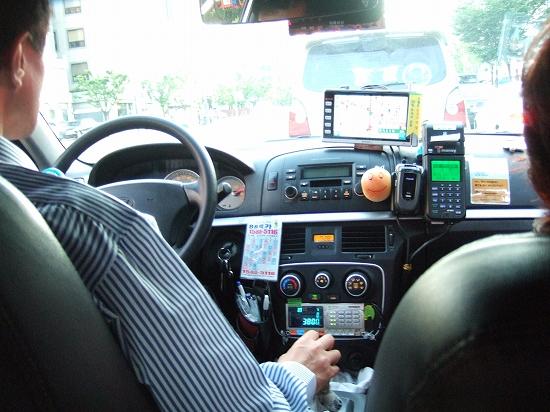 タクシーで移動