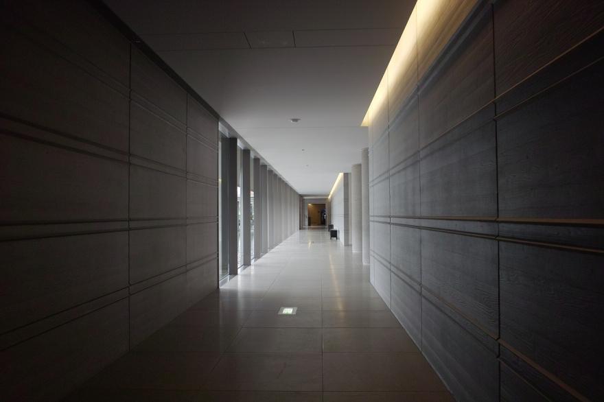 佐川美術館 通路 コンクリート 壁