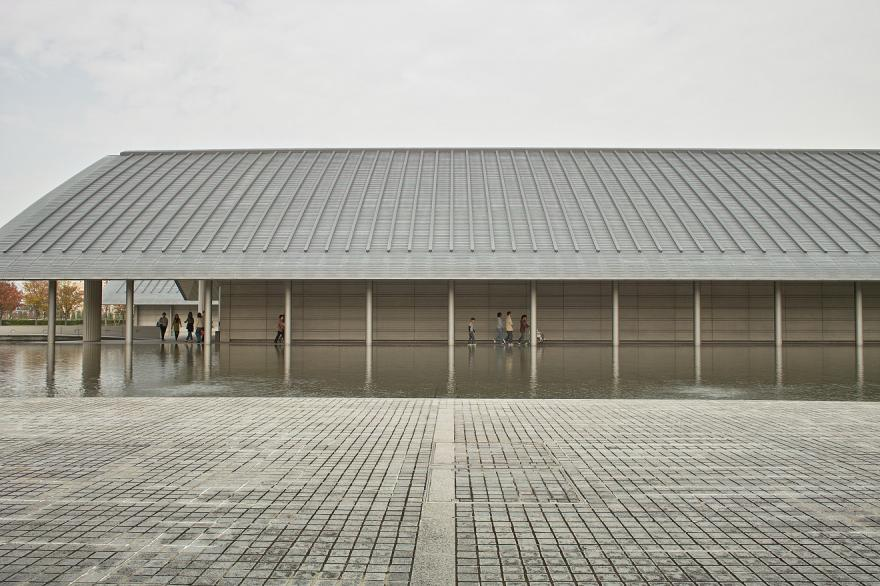 佐川美術館 池 屋根 通路