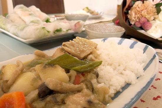 グリーンカレーと生春巻きのアジアンランチ♪デザートは杏仁豆腐!