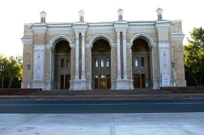 国立ナポイ劇場