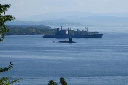軍艦と潜水艦