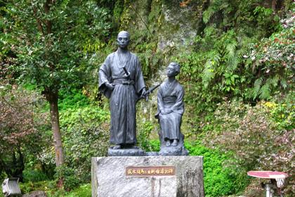 龍馬・おりょうの銅像