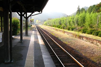 嘉例川駅ホーム(中福良駅方面を望む)