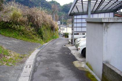バス停の通り