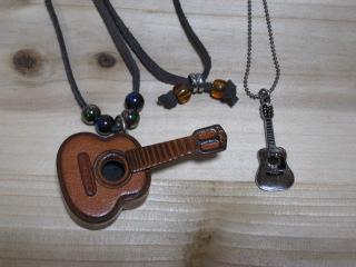 ギターペンダント2種♪