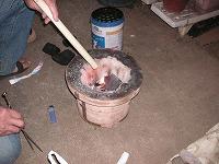 七輪で秋刀魚を焼く