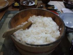 お櫃いっぱいの麦飯