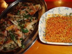 大阪高槻発祥のうどん餃子も食べれます。