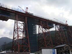 工事中の余部鉄橋