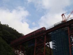 偶然にも余部鉄橋に列車が走ってきました!