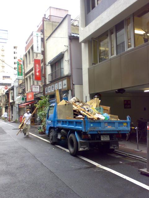 横山解体のトラック