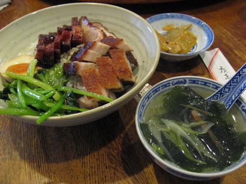 金陵売店叉焼皮付き豚丼とスープ