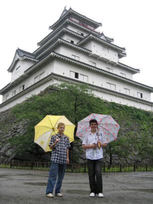 雨の鶴が城