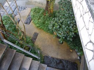 お地蔵様と庭石 011