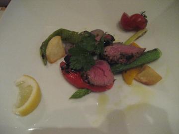 牛フィレ肉の網焼き 信州飯田の有機野菜添え