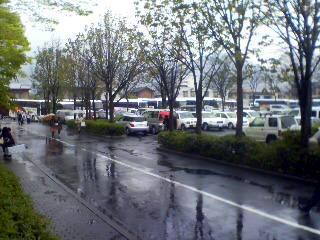 若里公園裏口の駐車場