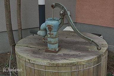 亀川駅近くの川本式ポンプ