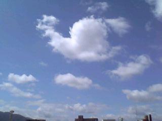 梅雨明け前の爽やかな青空