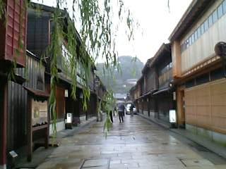 雨の「ひがし茶屋街」