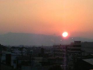 夕日。まんまる太陽。