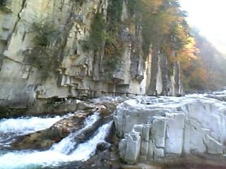 伊南村の屏風岩