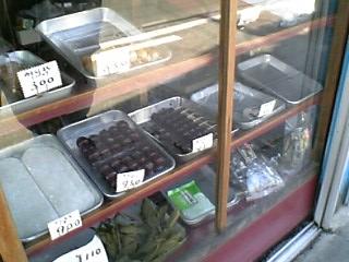 山田ダンゴ店のショーケース