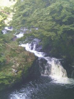 東山温泉「原瀧」ロビーからの眺め(湯川の原瀧)
