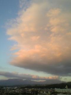 桃色に染まった雲