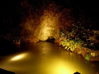 戸ノ口堰洞穴ライトアップ@飯盛山